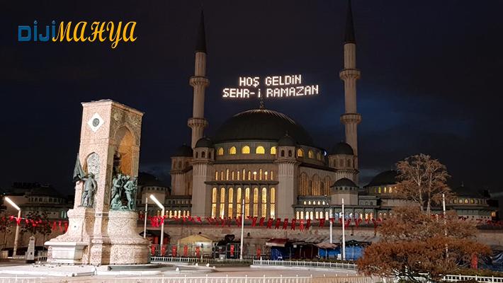 Taksim Camii Mahya